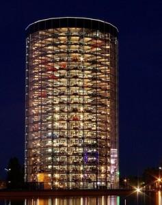 Torres de Volkswagen en Autostadt en Wolfsburg, Alemania