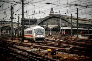 railway-station-619082_1280